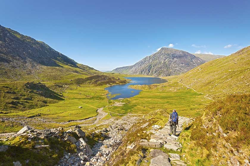 Visit Wales Snowdonia Devils Kitchen To Cwm Idwal With Llyn Idwal And Pen Yr