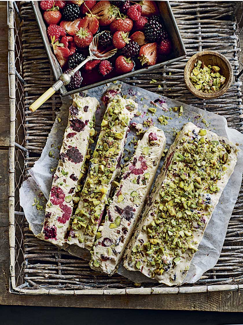 Pistachio, cinnamon and yoghurt bark